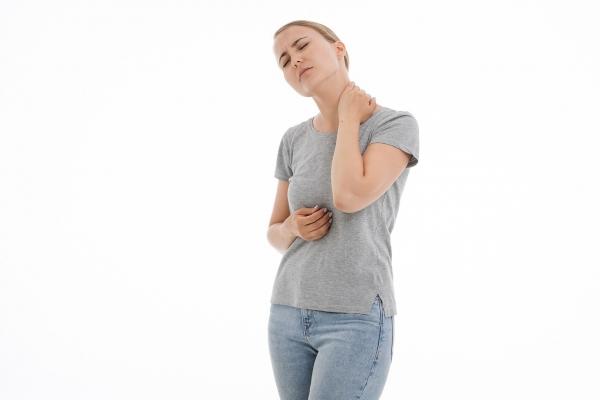 """Uraz szyi typu """"whiplash"""" – czym jest i jak się go leczy?"""