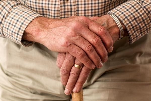 Palec trzaskający - problem ze ścięgnami dłoni