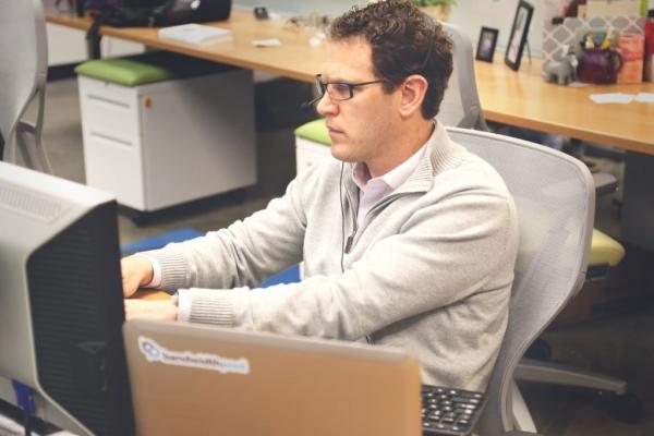Najczęstsze dolegliwości osób pracujących przy biurku